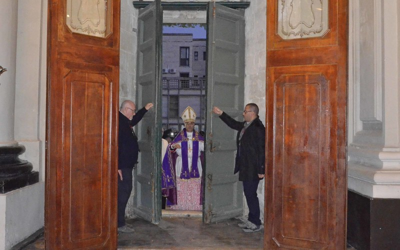 A ragusa e noto migliaia di fedeli per l 39 apertura delle - Immagini porta santa ...